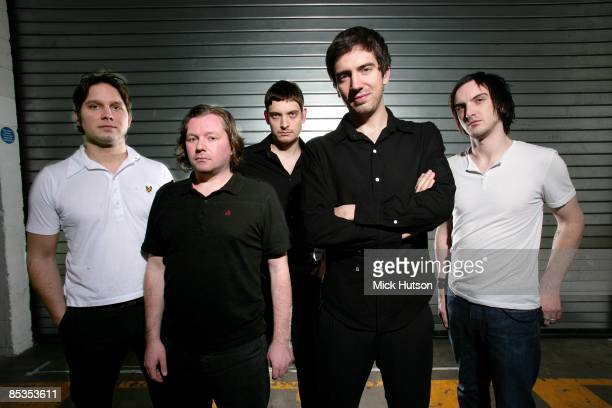 ARENA Photo of SNOW PATROL and Jonny QUINN and Tom SIMPSON and Nathan CONNOLLY and Gary LIGHTBODY and Paul WILSON LR Jonny Quinn Tom Simpson Nathan...