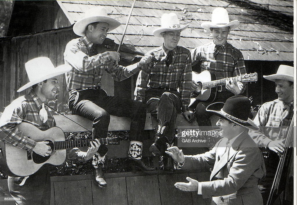 Photo of SONS OF THE PIONEERS and Roy ROGERS : News Photo