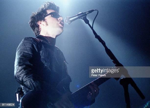 Photo of STEREOPHONICS; Stereophonics, Ned, H Music Hall, A'dam, , Pop, indie, zanger zingt tegen een achtergrond van, een blauw tegenlicht en speelt...