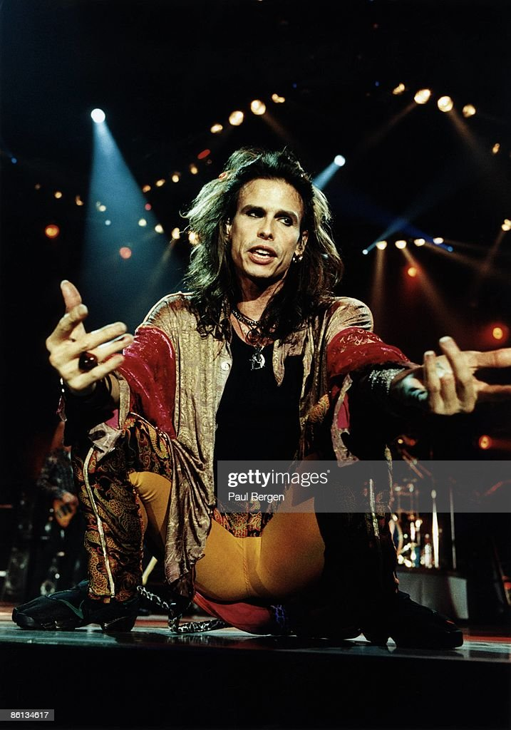 AHOY Photo of Steven TYLER and AEROSMITH, Steven Tyler performing live onstage