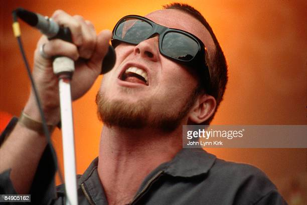 Photo of STONE TEMPLE PILOTS and Scott WEILAND Scott Weiland performing on stage
