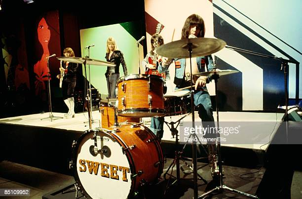 POPS Photo of SWEET and Steve PRIEST and Brian CONNOLLY and Mick STEWART and Mick TUCKER Group performing on tv show LR Steve Priest Brian Connolly...