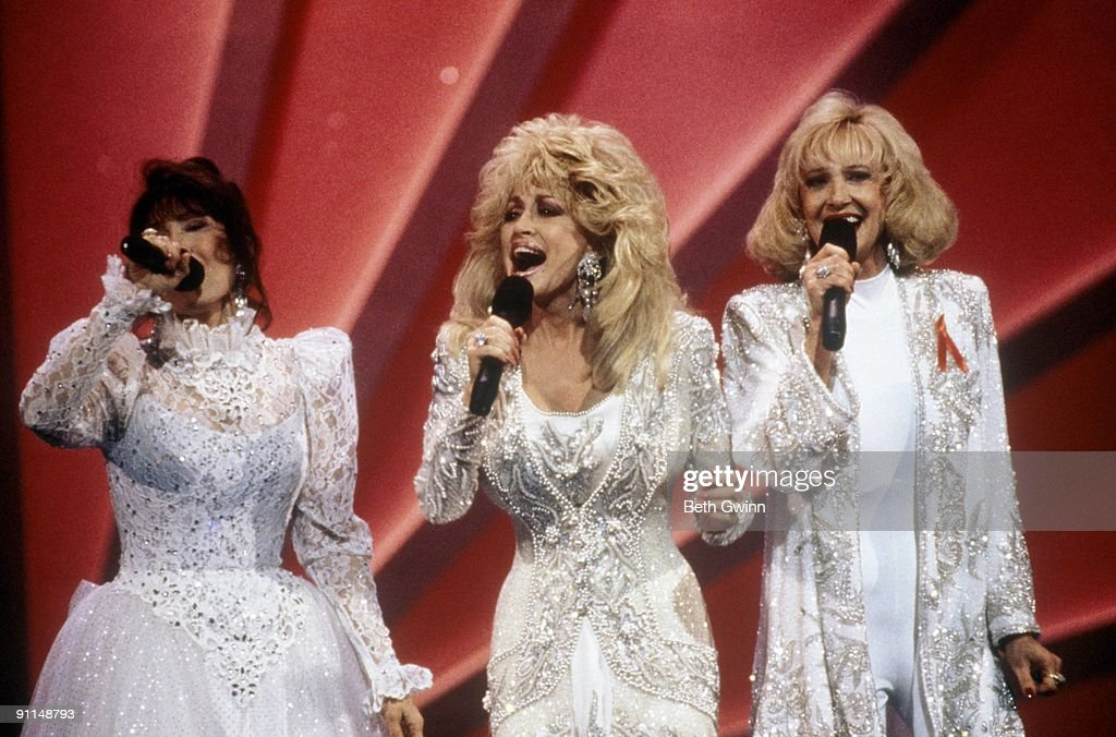 Photo of Tammy WYNETTE and Loretta LYNN and Dolly PARTON : News Photo