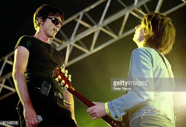Photo of TEARS, Tears, Nederland, Rockin' Park, Nijmegen, 26 juni 2005, Pop, britpop, gitarist Bernard Buttler speelt, gekleed, in een blauw...