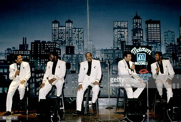 Photo of TEMPTATIONS and AliOllie WOODSON and Melvin FRANKLIN and Otis WILLIAMS and Richard STREET and Ron TYSON LR Ron Tyson Otis Williams Melvin...