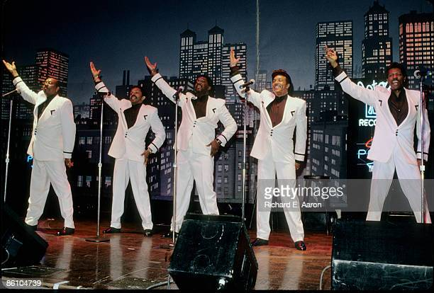 Photo of TEMPTATIONS and AliOllie WOODSON and Melvin FRANKLIN and Otis WILLIAMS and Richard STREET and Ron TYSON LR Melvin Franklin Ron Tyson Otis...