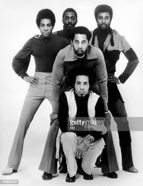 Photo of TEMPTATIONS and Damon HARRIS and Dennis EDWARDS and Melvin FRANKLIN and Otis WILLIAMS and Richard STREET; Posed group portrait - Back Damon...