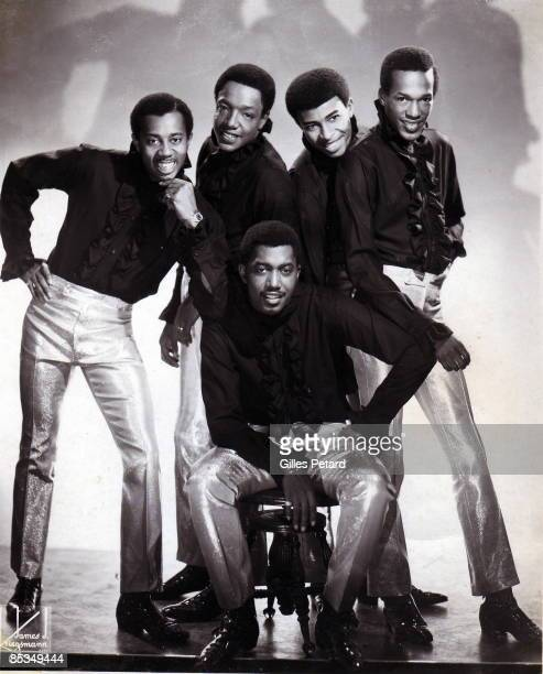 Photo of TEMPTATIONS and Dennis EDWARDS and Eddie KENDRICKS and Melvin FRANKLIN and Otis WILLIAMS and Paul WILLIAMS; Posed studio group portrait L-R...