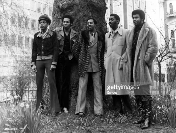 Photo of TEMPTATIONS and Otis WILLIAMS and Damon HARRIS and Melvin FRANKLIN and Dennis EDWARDS and Richard STREET Group portrait LR Damon Harris...
