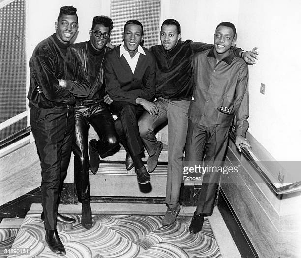 Photo of TEMPTATIONS and Paul WILLIAMS and David RUFFIN and Eddie KENDRICKS and Melvin FRANKLIN and Otis WILLIAMS Posed group portrait LR Otis...