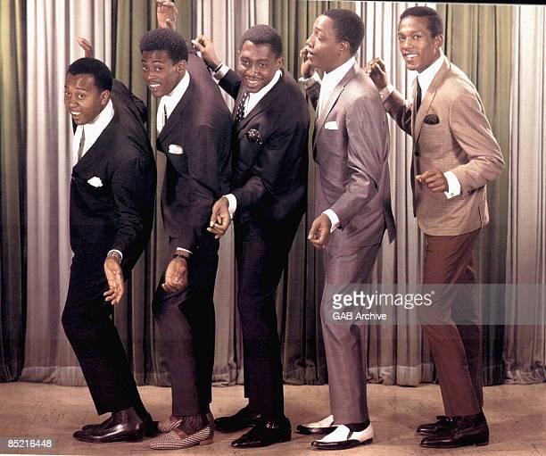 Photo of TEMPTATIONS LR Melvin Franklin David Ruffin Otis Williams Paul Williams Eddie Kendricks posed group shot