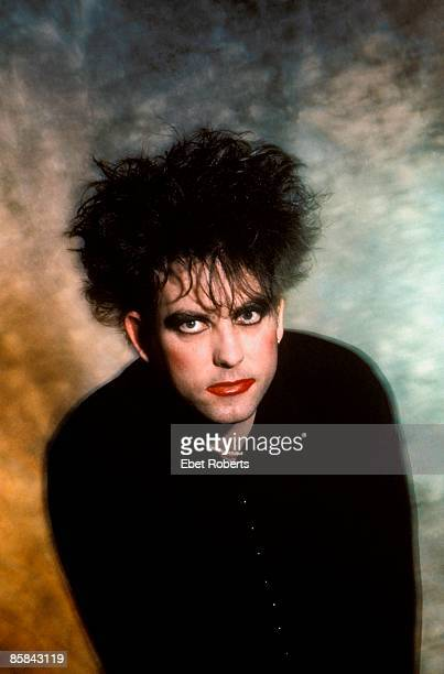 Photo of The CURE and Robert SMITH Robert Smith posed studio