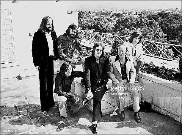 Photo of THE KINKS The Dorchester 22nd June 1976 with Clive Davis of Arista Records