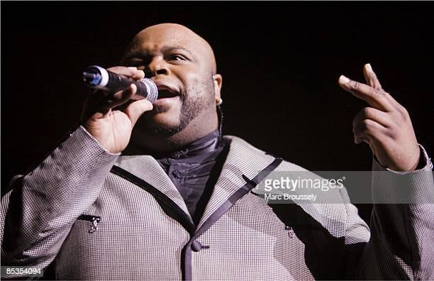 Photo of The Temptations, Royal Albert Hall November 19th 2007, Otis Williams, Terry Weeks, Joe Herndon, Ron Tyson, Bruce Williamson