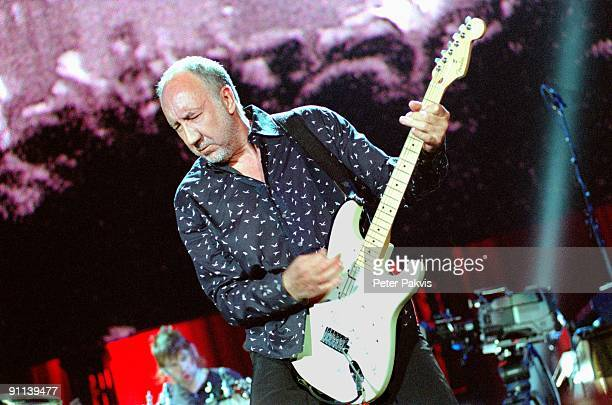 AHOY Photo of The Who The The Who Ahoy Rotterdam Nederland 05 juni 2007 Pop rock de intensiteit druipt van het gezicht van gitarist componist Pete...