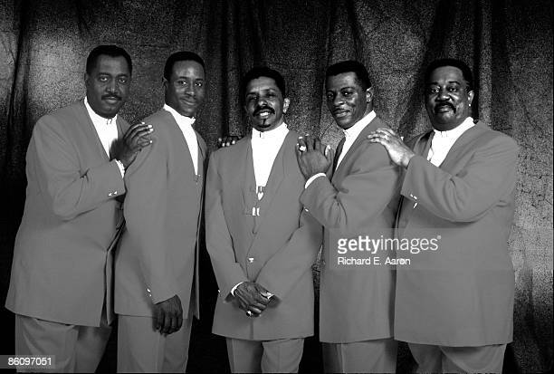 Photo of Theo PEOPLES and AliOllie WOODSON and Melvin FRANKLIN and Otis WILLIAMS and Ron TYSON and TEMPTATIONS LR Otis Williams Theo Peoples Ron...