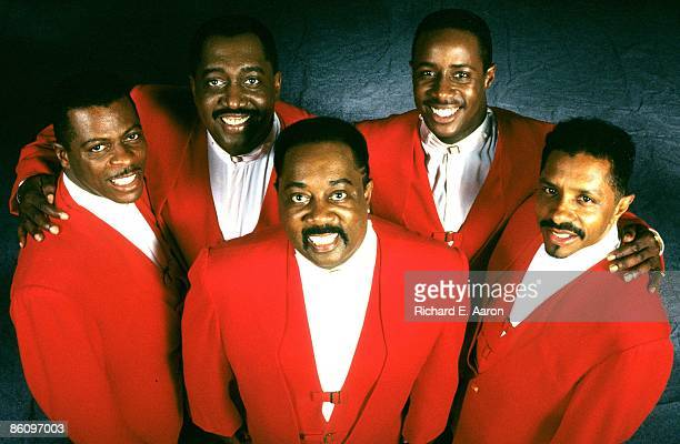 Photo of Theo PEOPLES and Ron TYSON and Otis WILLIAMS and Melvin FRANKLIN and AliOllie WOODSON and TEMPTATIONS LR AliOllie Woodson Otis Williams...