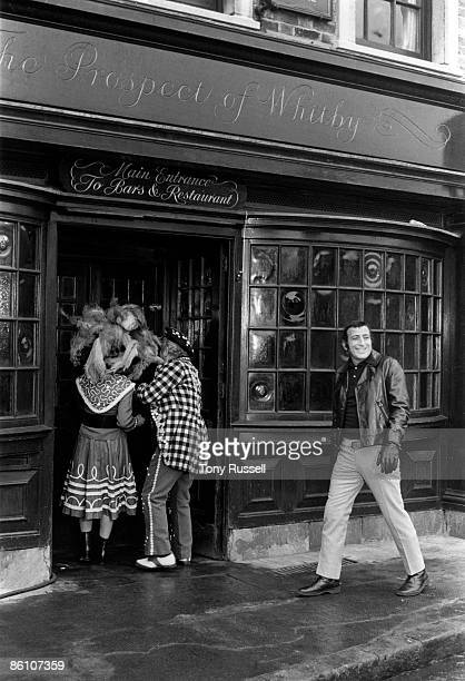 Photo of Tony BENNETT Tony Bennett outside a London pub