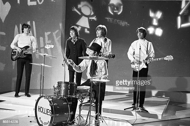 POPS Photo of Tony HICKS and HOLLIES and Bernie CALVERT and Allan CLARKE and Bobby ELLIOTT and Graham NASH LR Bernie Calvert Allan Clarke Bobby...