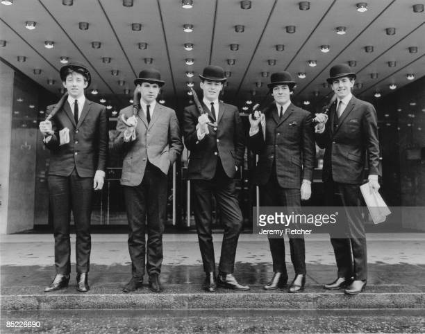 Photo of Tony HICKS and HOLLIES and Graham NASH and Eric HAYDOCK and Bobby ELLIOTT and Allan CLARKE L to R Tony Hicks Eric Haydock Bobby Elliott...