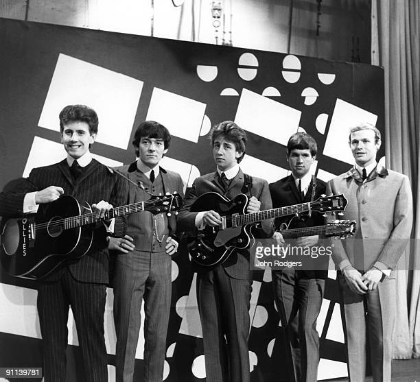 GO Photo of Tony HICKS and HOLLIES and Graham NASH and Eric HAYDOCK and Bobby ELLIOTT and Allan CLARKE LR Graham Nash Allan Clarke Tony Hicks Eric...