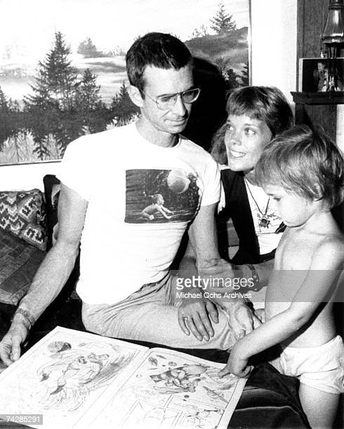 Photo of Tony Perkins with wife Berry Berenson and child. Photo by Michael Ochs Archives/Getty Images