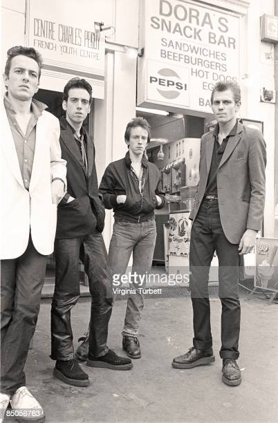 Photo of Topper HEADON and CLASH and Joe STRUMMER and Mick JONES and Paul SIMONON; L-R: Joe Strummer, Mick Jones, Topper Headon, Paul Simonon -...