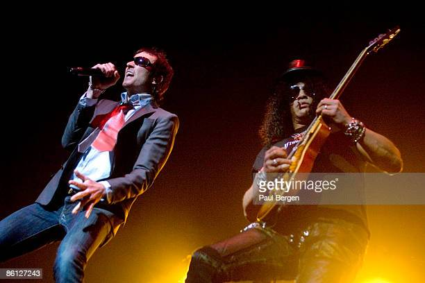 HALL Photo of VELVET REVOLVER and SLASH and Scott WEILAND Scott Weiland and Slash performing on stage