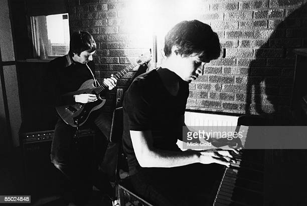 ISLAND Photo of Wilko JOHNSON and Lee BRILLEAUX and DR FEELGOOD Lee Brilleaux Wilko Johnson rehearsing at home in Essex