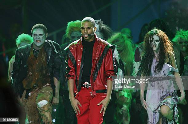 Photo of WMA, Chris Brown performs Thriller on stage at the World Music Awards at Earl's Court Exhibition Centre in Londnon on November 15, 2006
