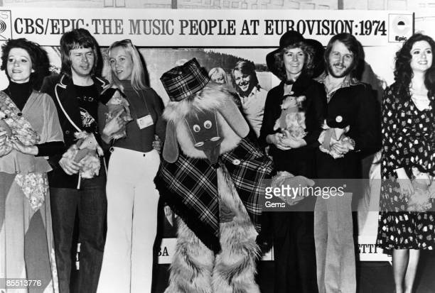 Photo of WOMBLES and ABBA and Gigliola CINQUETTI and Piera MARTELL L to R Piera Martell Bjorn Ulvaeus Agnetha Faltskog Womble Uncle Bulgaria AnniFrid...