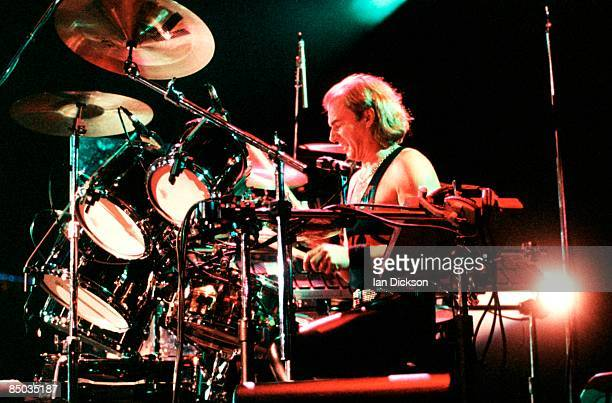 ARENA Photo of YES and Alan WHITE Alan White performing live onstage