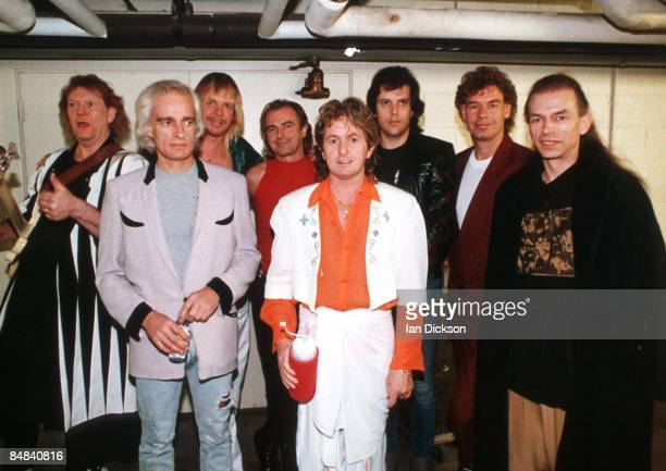 ARENA Photo of YES and Alan WHITE and Bill BRUFORD and Trevor RABIN and Jon ANDERSON and Steve HOWE and Rick WAKEMAN and Tony KAYE and Chris SQUIRE...