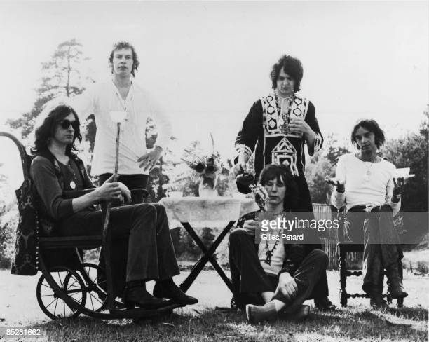Photo of YES and Tony KAYE and Bill BRUFORD and Jon ANDERSON and Chris SQUIRE and Peter BANKS LR Tony Kaye Bill Bruford Chris Squire Jon Anderson...