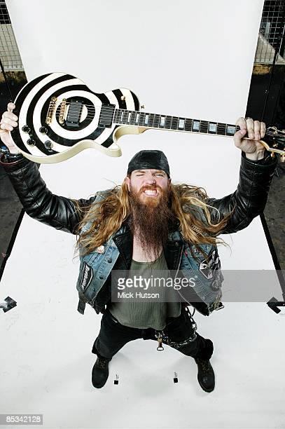 Photo of Zakk WYLDE Zakk Wylde posed studio with Gibson Les Paul