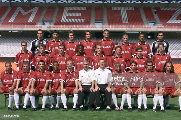 photo officielle prise le 20 août de l'équipe de Metz qui dispute le championnat de 1ère division saison 98/99 De G a D et de haut en bas Jonathan...