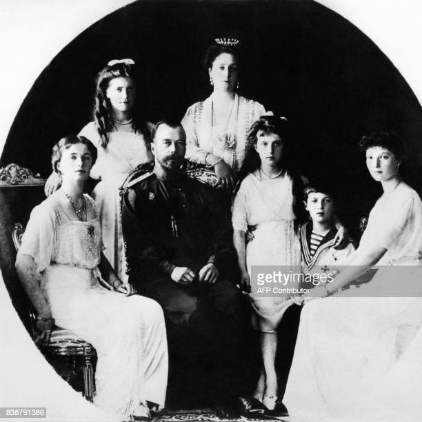 ARCHIVES Photo prise en 1917 de la famille impériale russe princesse Olga le tsar Nicolas II princesse Anastasia le tsarevitch Alexeï et princesse...
