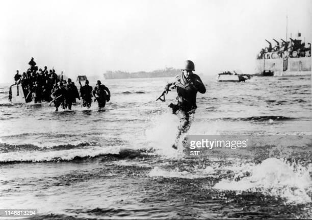 Photo prise en mai 1944 de soldats américains débarquant sur la côte ouest italienne, au sud de Rome, durant la seconde guerre mondiale. Picture...