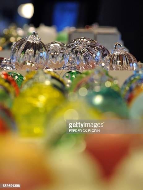 'A MEISENTHAL VERRIERS ET DESIGNERS REINVENTENT LA BOULE DE NOEL' Photo prise le 01 décembre 2009 de boules de Noël en verre dans l'atelier de la...
