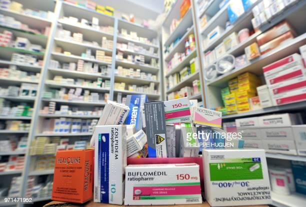 Photo prise le 01 février 2011 à Lille d'une partie des 77 médicaments placés 'sous surveillance renforcée' par l'Afssaps depuis la veille dans la...