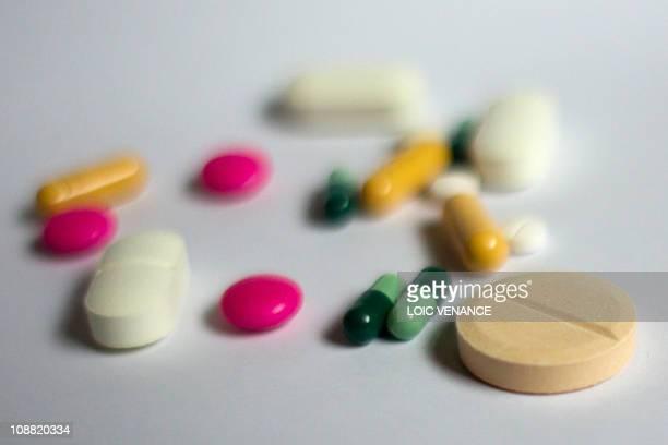 Photo prise le 01 février 2011 à Paris de médicaments sous forme de gélule et comprimé L'Agence française de sécurité sanitaire des produits de santé...
