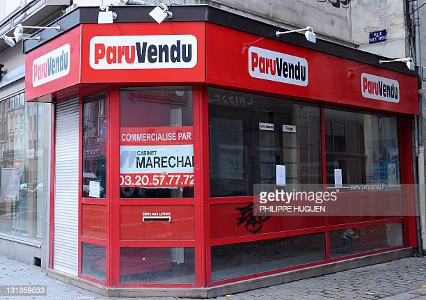 Photo prise le 04 novembre 2011 à Lille d'un local à vendre du leader de la presse gratuite d'annonces 'Paru Vendu' après que le tribunal de Lyon a...