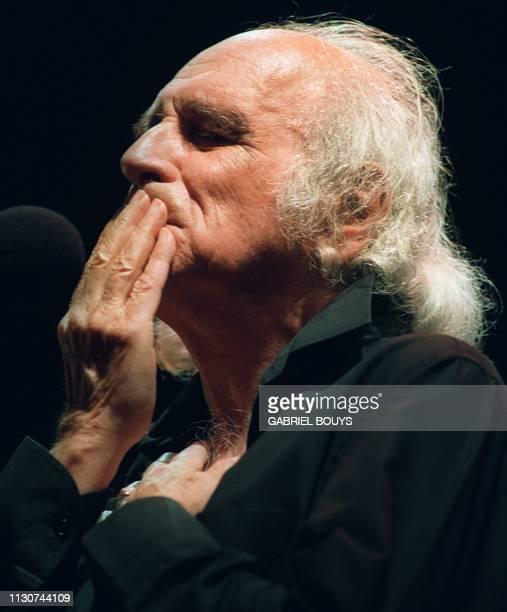 Photo prise le 07 mai 1992 du chanteur Léo Ferré sur la scène du théâtre de Montauban lors du festival de la chanson française 'Alors chante 92' La...