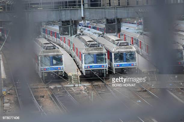Photo prise le 08 avril 2010 aux abords de la gare SaintLazare à Paris au 2e jour d'une grève nationale à la SNCF à l'appel de la CGT et de SudRail...
