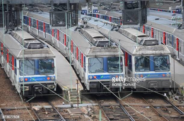 Photo prise le 08 avril 2010 des quais de la gare SaintLazare à Paris au 2e jour d'une grève nationale à la SNCF à l'appel de la CGT et de SudRail Le...