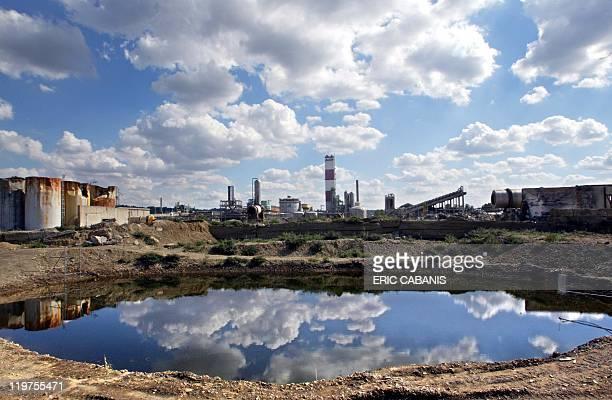 Photo prise le 12 septembre 2002 à Toulouse à l'intérieur du périmètre l'usine chimique AZF où une explosion avait provoqué la mort de 30 personnes...