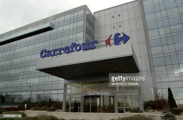 photo prise le 13 décembre 2003 au siège de Carrefour à Mondeville près de Caen de l'immeuble qui abrite des bureaux du groupe