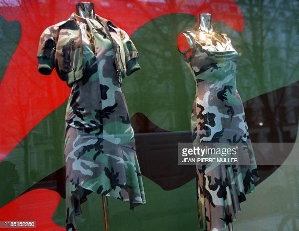 Photo prise le 16 février 2001 à Paris de la vitrine d'une boutique du styliste Christian Dior pour qui le créateur britannique John Galliano a...