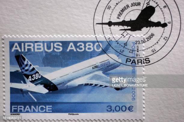 """Photo prise le 20 juin 2006 à Toulouse du nouveau timbre """"Airbus A380"""" dont les quatre millions d'exemplaires imprimés par la poste seront mis en..."""