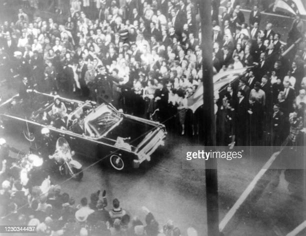 Photo prise le 22 novembre 1963, du convoi du Président J. F. Kennedy juste avant son assassinat à Dallas. Photo dated 22 November 1963 of US...